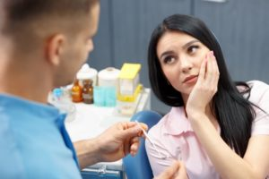 woman with tooth pain talking to her dentist in Melbourne